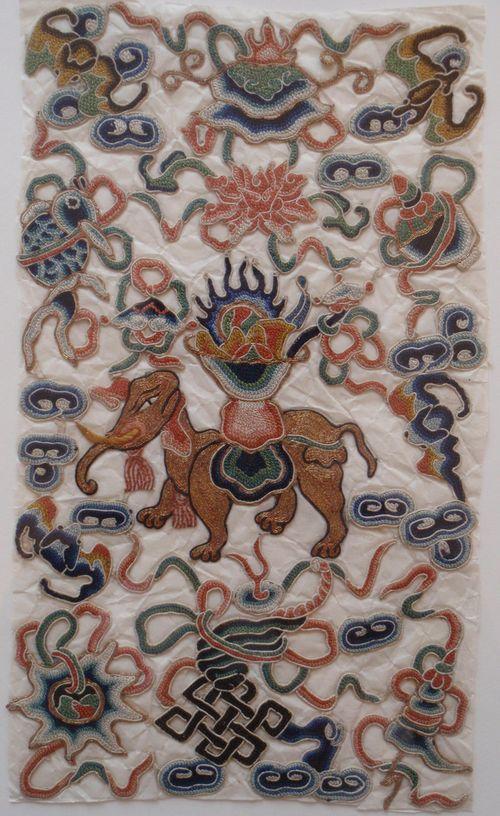 Peking knot elephant